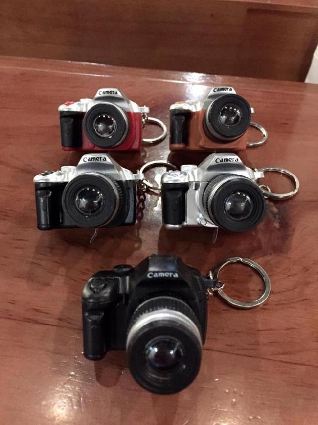 móc khóa hình camera